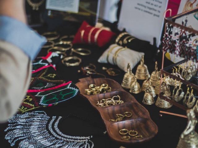 Bracelet jonc en argent, un bijou fashion et unisexe